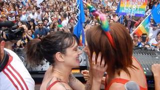 incontri gay in Asia divertente linea di apertura per il sito di incontri