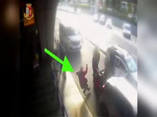 Fiumicino, tassista picchia cliente che chiede applicazione