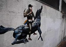 Fedez in sella al cavallo della Rai: il nuovo murale di Harry Greb