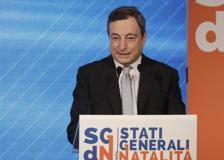 Draghi: «Senza figli l'Italia è destinata a scomparire, aiutare le coppie prioritario»
