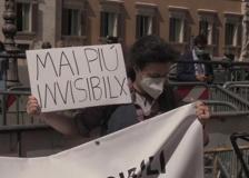 Gli «invisibili» in piazza Montecitorio: «Diritti, lavoro e dignità. Basta caporalato»