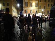 Italia-Turchia, cariche della polizia contro la folla a Campo de' Fiori