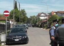 Ardea, elicottero e droni  sorvolano la casa dove si era barricato l'assassino