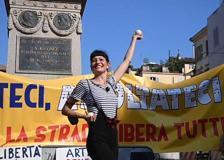 Campo dei Fiori, gli artisti di strada scendono in piazza,  per protesta