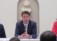 Conte a Napoli: «Ci sarà sempre spazio per il reddito ci cittadinanza»