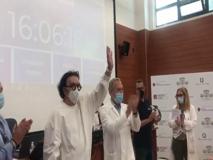 Renato Zero visita lo Spallanzani: «State manzi, vaccinatevi ragazzi»