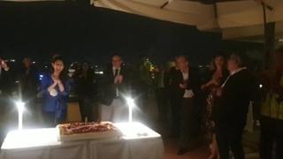 Virginia Raggi, compleanno sulla terrazza Bernini con Conte e Di Maio