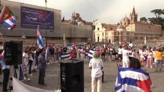 A piazza del Popolo la manifestazione degli italo-cubani: «Contro la dittatura»