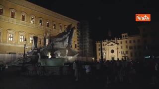 Nuova illuminazione artistica in piazza Farnese, il momento dell'accensione