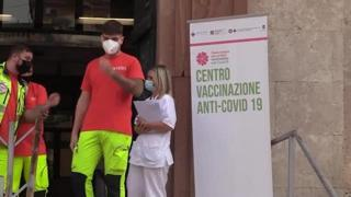 Vaccini, il Lazio parte con la terza dose ai trapiantati: «Ora mi sento più tranquilla»