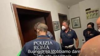 Roma, il video del blitz nelle case occupate dai clan a Tor Bella Monaca