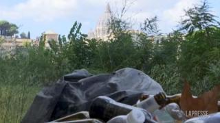 La giornata dedicata alla pulizia del Tevere con centinaia di volontari
