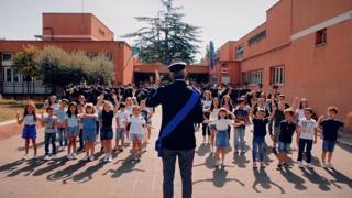 Inizia la scuola, al posto della campanella la musica della banda della polizia