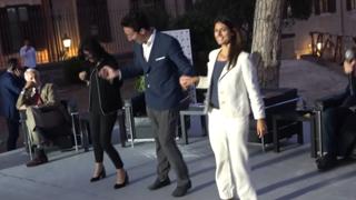 Roma, la sindaca Raggi e la ministra Dadone danzano col ballerino Samuel Peron