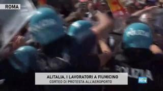 Alitalia, scontri tra polizia e manifestanti all'aeroporto di Fiumicino