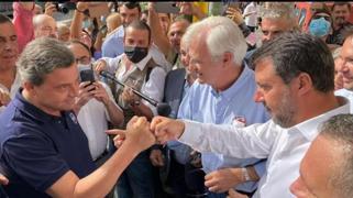 Salvini e Calenda a Porta Portese, l'incontro prima delle elezioni di Roma (con botta e risposta social)