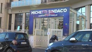 Roma, vandalizzata la sede del comitato elettorale di Michetti