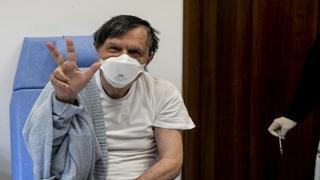 Il premio Nobel Giorgio Parisi riceve la terza dose di vaccino