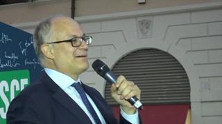 A piazza Santi Apostoli festa del Pd per Roberto Gualtieri eletto sindaco di Roma