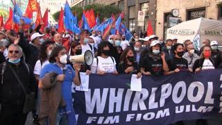 Whirlpool, manifestazione a Roma: «Il governo ci tuteli dall'arroganza della multinazionale»