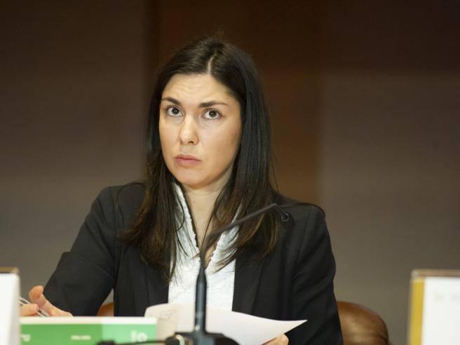 Giulia Sarti, le Iene: «Telecamere in camera da letto e auto: così usò ...