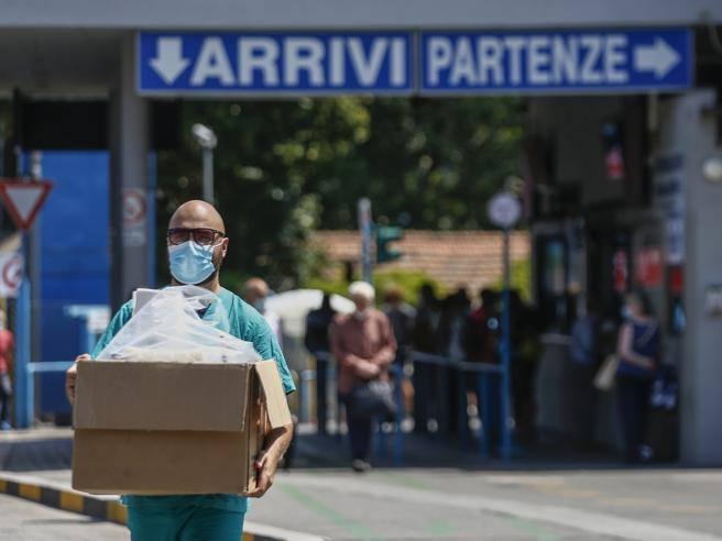 Virus a Roma, 9 nuovi casi (oggi il totale è 38)  dopo le vacanze: 8 ragazzi al rientro da Malta e uno  da Ibiza. Positiva bimba di 7 anni a Rieti