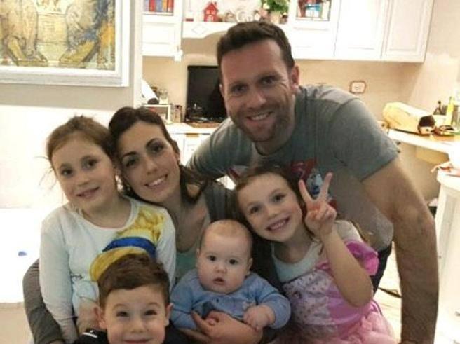 «Noi, coppia con 4 figli rovinati dalla vendita di una casa popolare»
