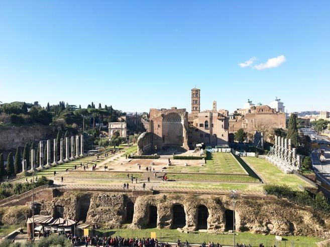 Fendi sfila nel cuore della romanitàe restaura il Tempio di Venere